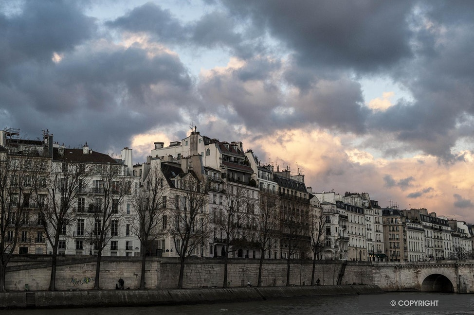 Paris Apartnents Along the Seine River - Evening falls on the banks of the River Seine