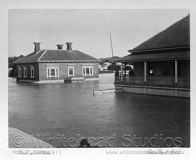 WHD-013-NEG-0561 - 1893 Flood - from Flood Book - Palais Royal Hotel & Bank of NSW