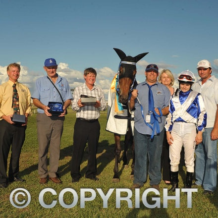 100925_SR1_8279 - at the Longreach Races, Saturday September 25, 2010.  sr/Photo by Sam Rutherford.